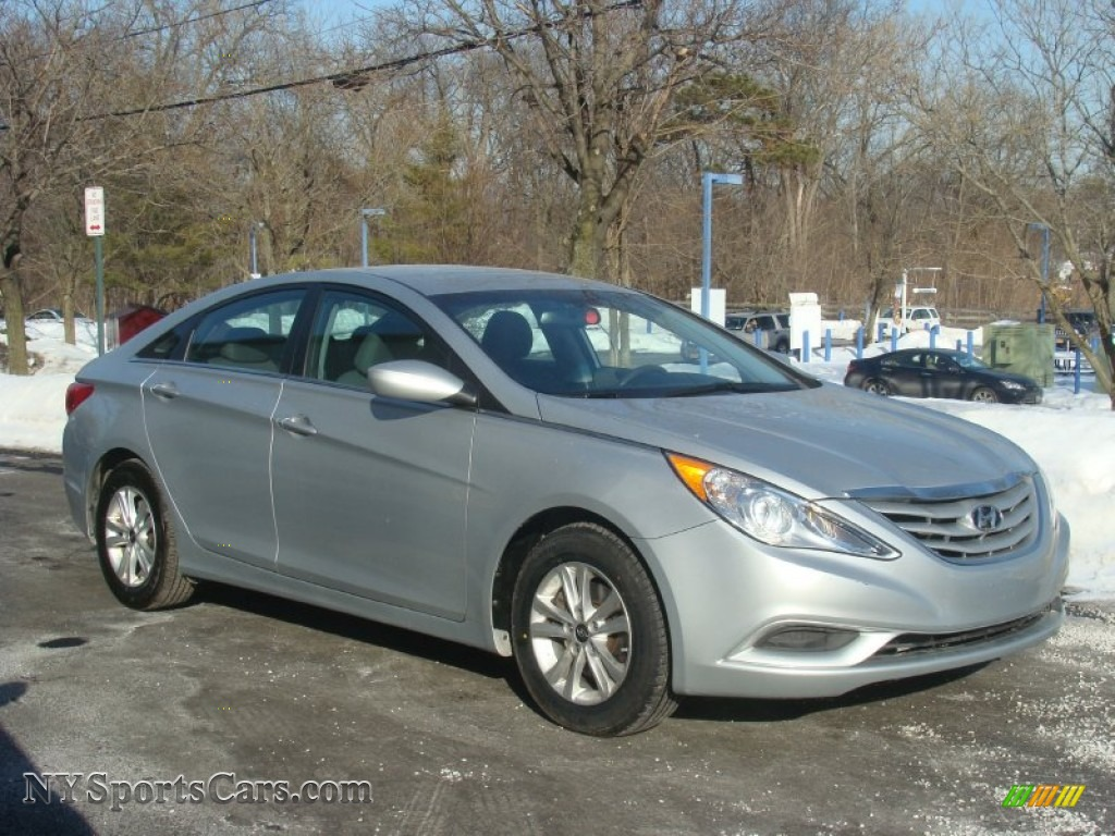 2013 hyundai sonata gls in radiant silver photo 3. Black Bedroom Furniture Sets. Home Design Ideas