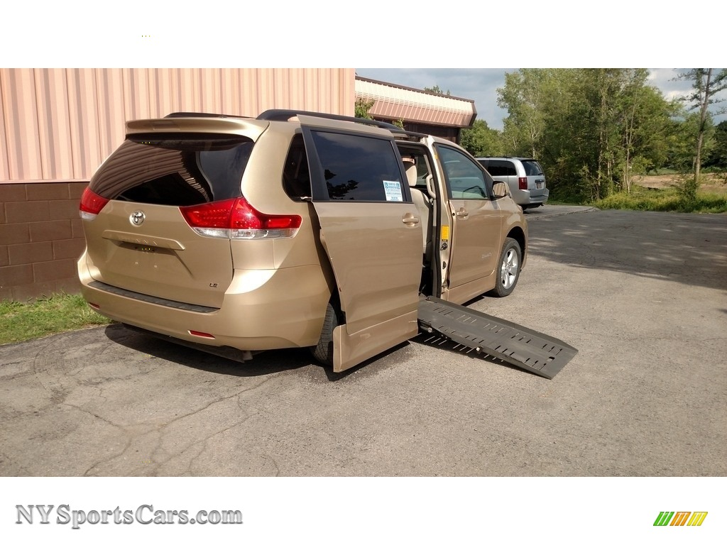 Sandy Beach Metallic / Bisque Toyota Sienna LE