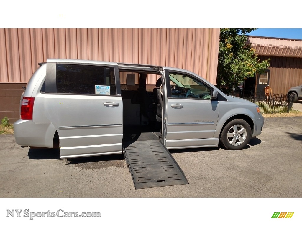 Bright Silver Metallic / Dark Slate/Light Shale Dodge Grand Caravan SXT