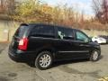 Chrysler Town & Country Touring Brilliant Black Crystal Pearl photo #4