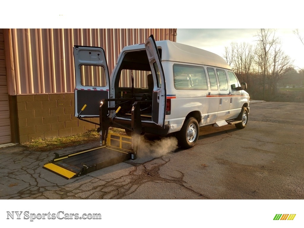 Oxford White / Medium Flint Ford E Series Van E250 Super Duty Commercial