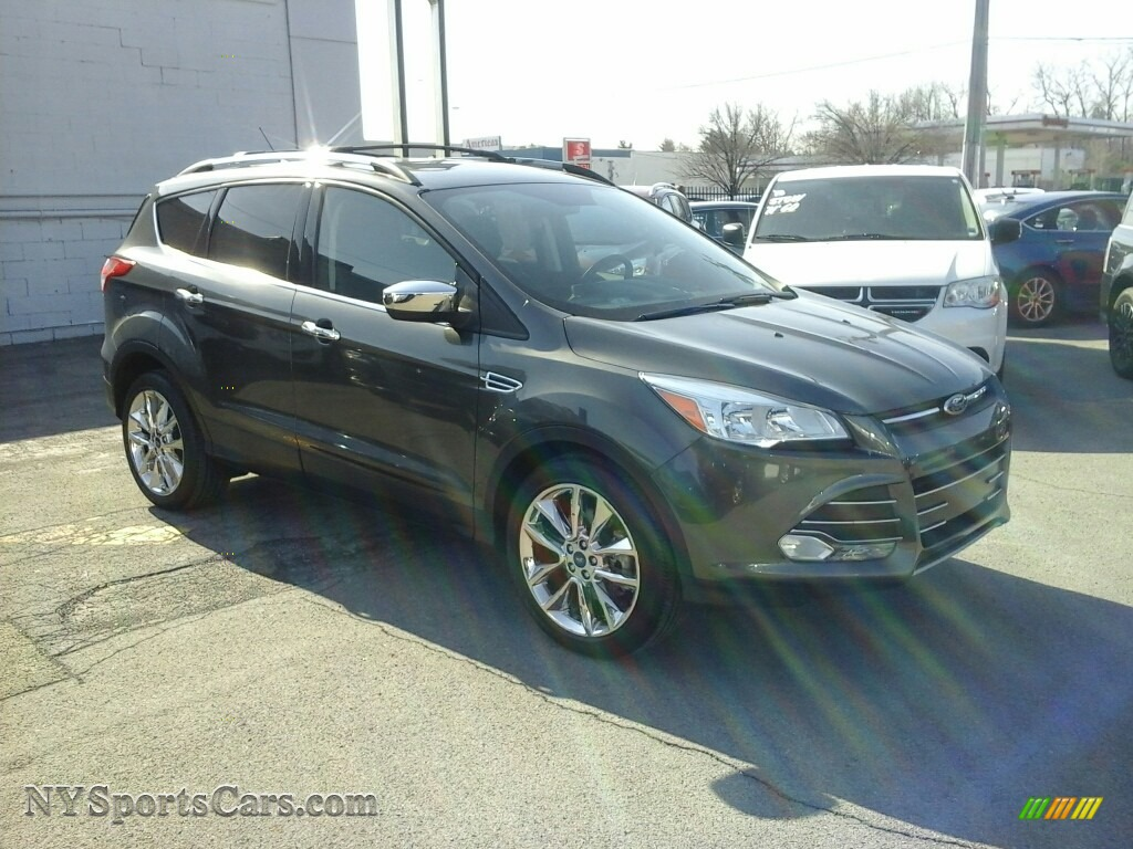 Magnetic Metallic / Charcoal Black Ford Escape SE 4WD