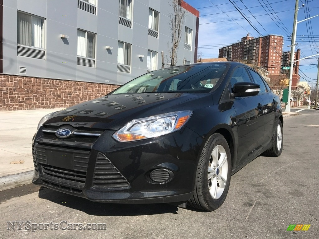 Tuxedo Black / Charcoal Black Ford Focus SE Sedan