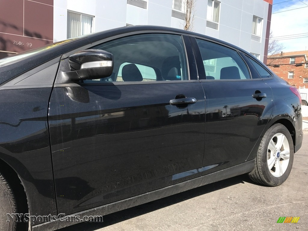 2014 Focus SE Sedan - Tuxedo Black / Charcoal Black photo #12