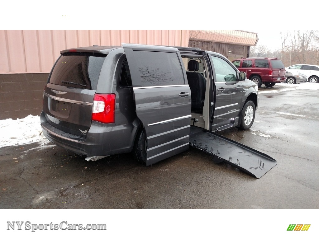 2016 Town & Country Touring - Granite Crystal Metallic / Black/Light Graystone photo #1