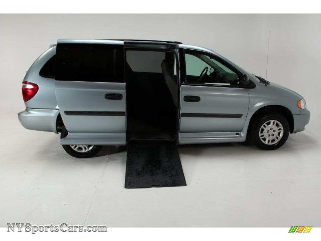2005 Grand Caravan SE - Butane Blue Pearl / Medium Slate Gray photo #1