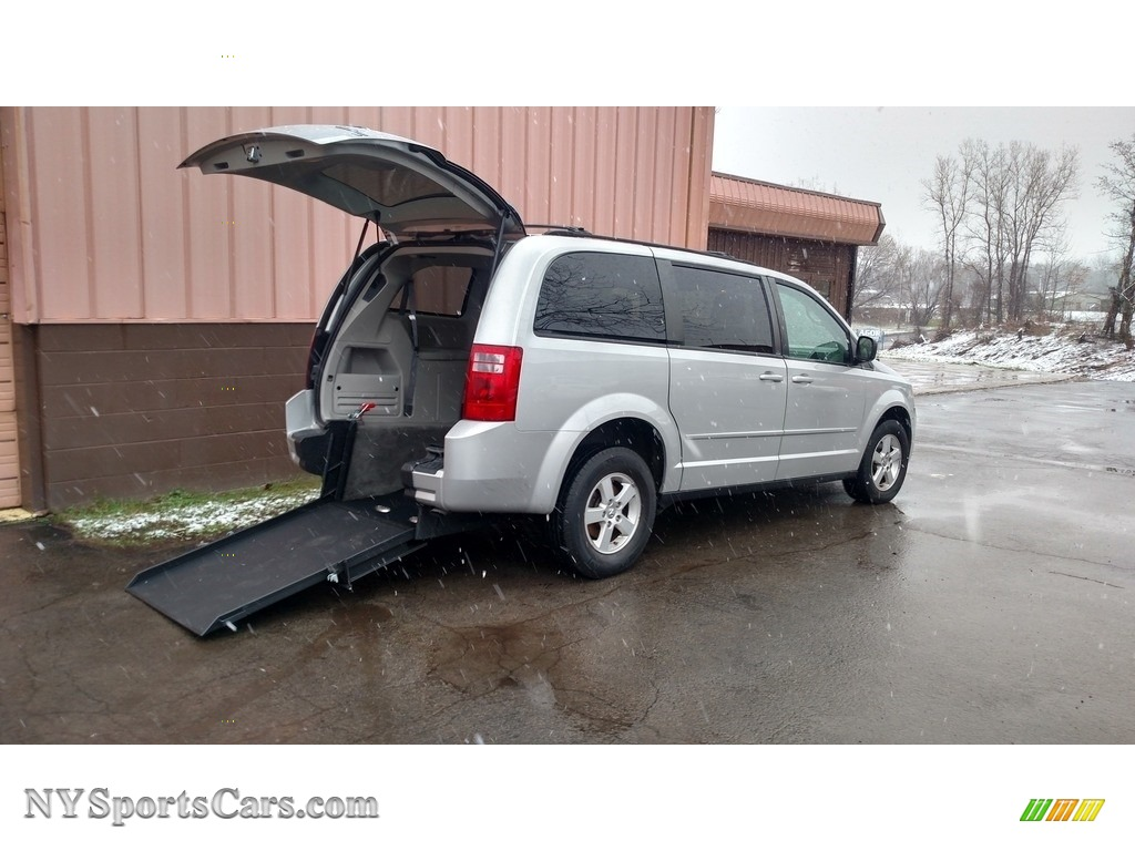 2010 Grand Caravan SE Hero - Bright Silver Metallic / Medium Slate Gray/Light Shale photo #1