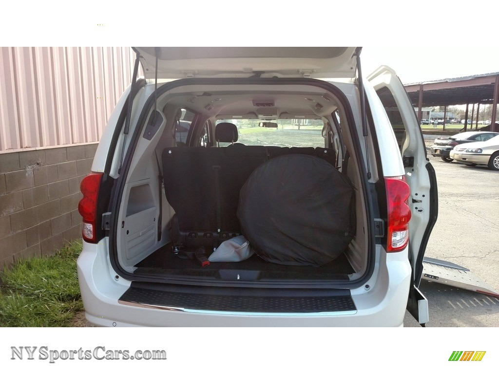 2013 Grand Caravan SXT - Stone White / Black/Light Graystone photo #13