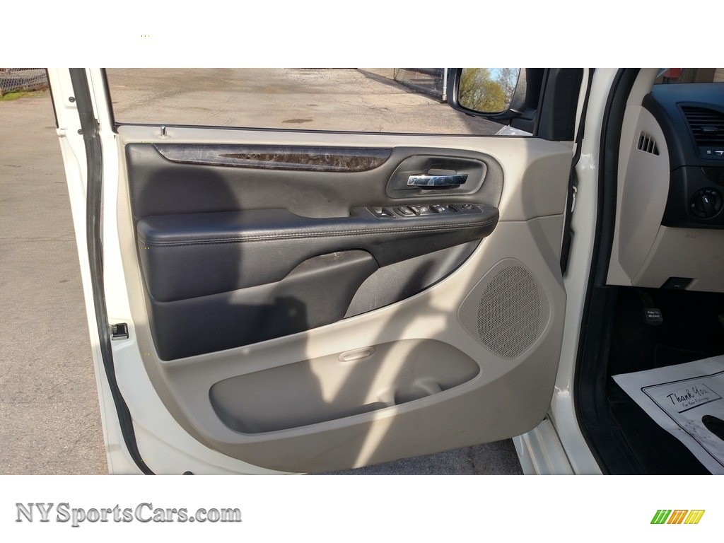 2013 Grand Caravan SXT - Stone White / Black/Light Graystone photo #24