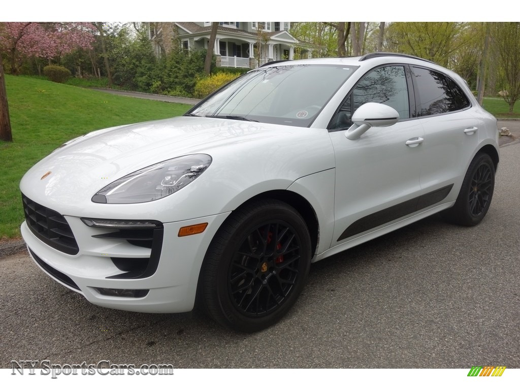 Carrara White Metallic / Black/Garnet Red Porsche Macan GTS