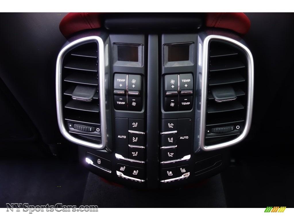 2016 Cayenne Turbo S - Black / Black/Garnet Red photo #25