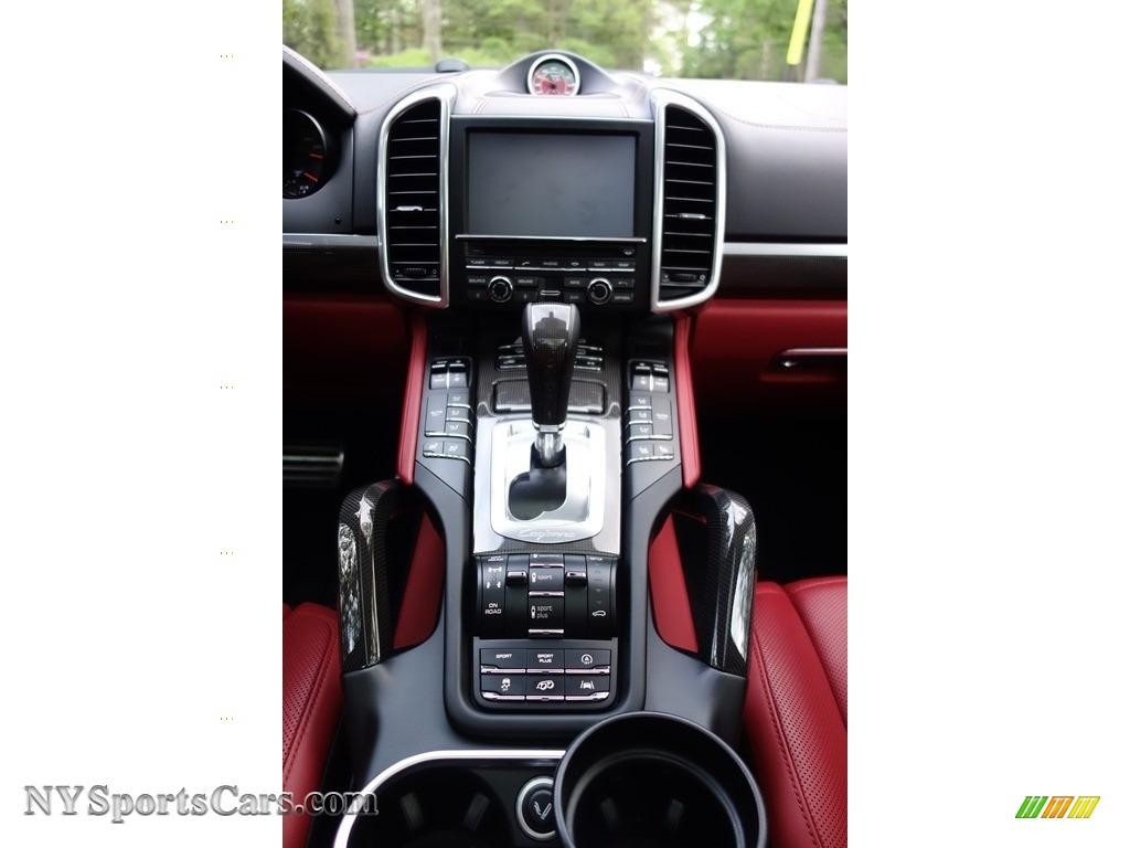 2016 Cayenne Turbo S - Black / Black/Garnet Red photo #27