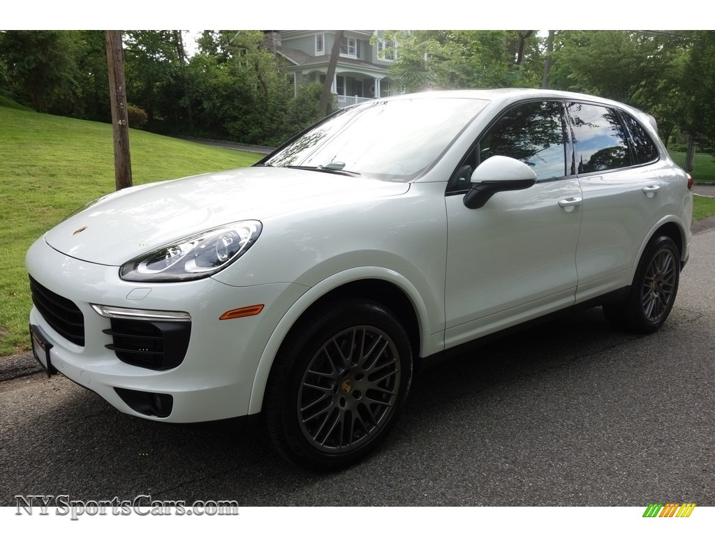 2017 Cayenne Platinum Edition - White / Black photo #1
