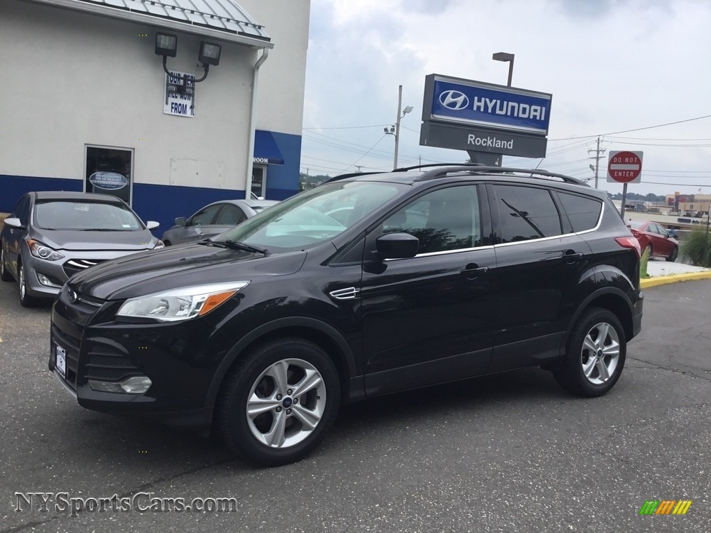 Tuxedo Black Metallic / Medium Light Stone Ford Escape SE 2.0L EcoBoost 4WD