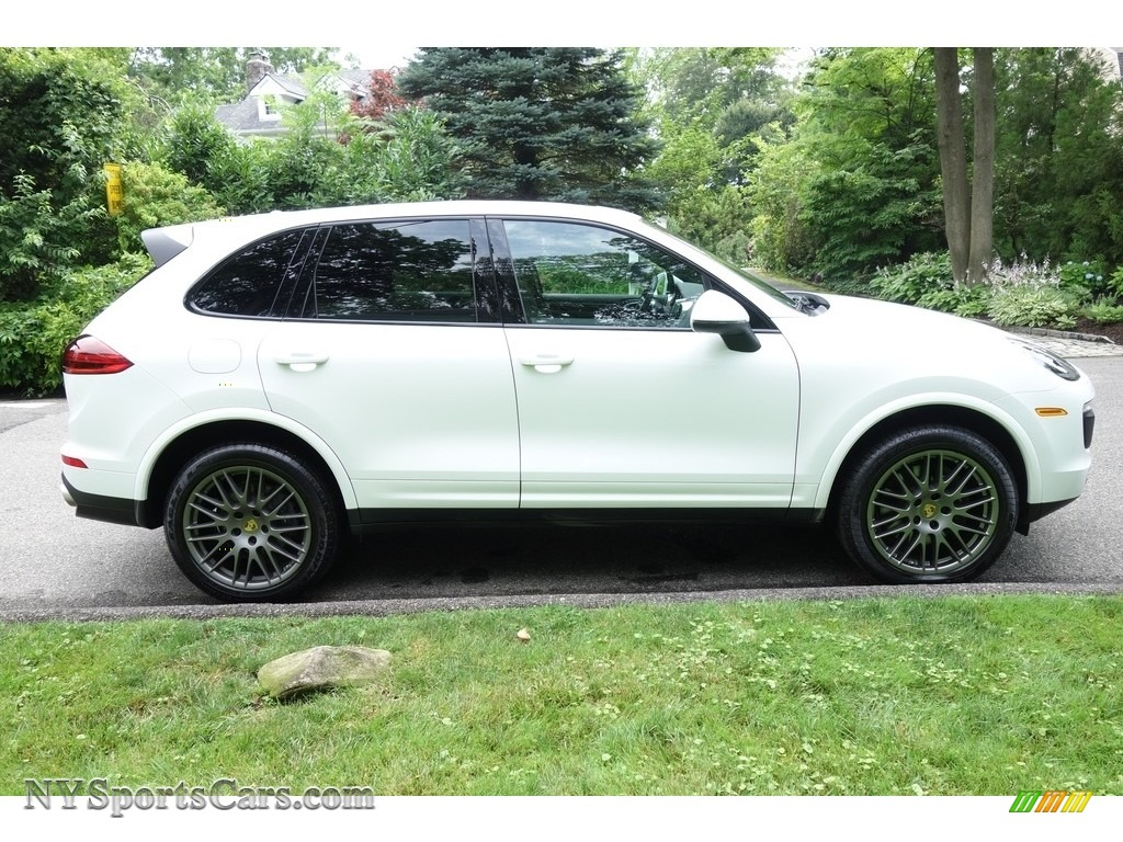 2017 Cayenne Platinum Edition - White / Black photo #7