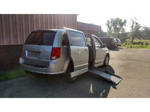 Bright Silver Metallic 2012 Dodge Grand Caravan SE