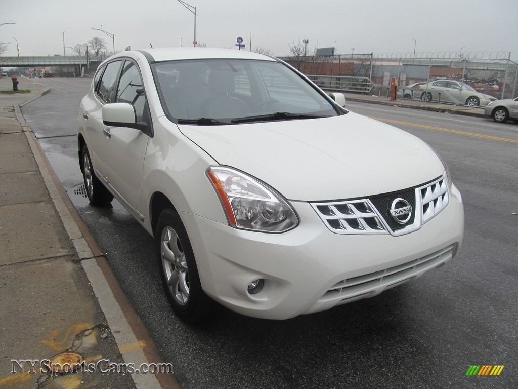 2013 Rogue S AWD - Pearl White / Gray photo #1