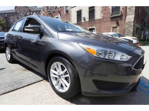 Magnetic Metallic 2015 Ford Focus SE Sedan