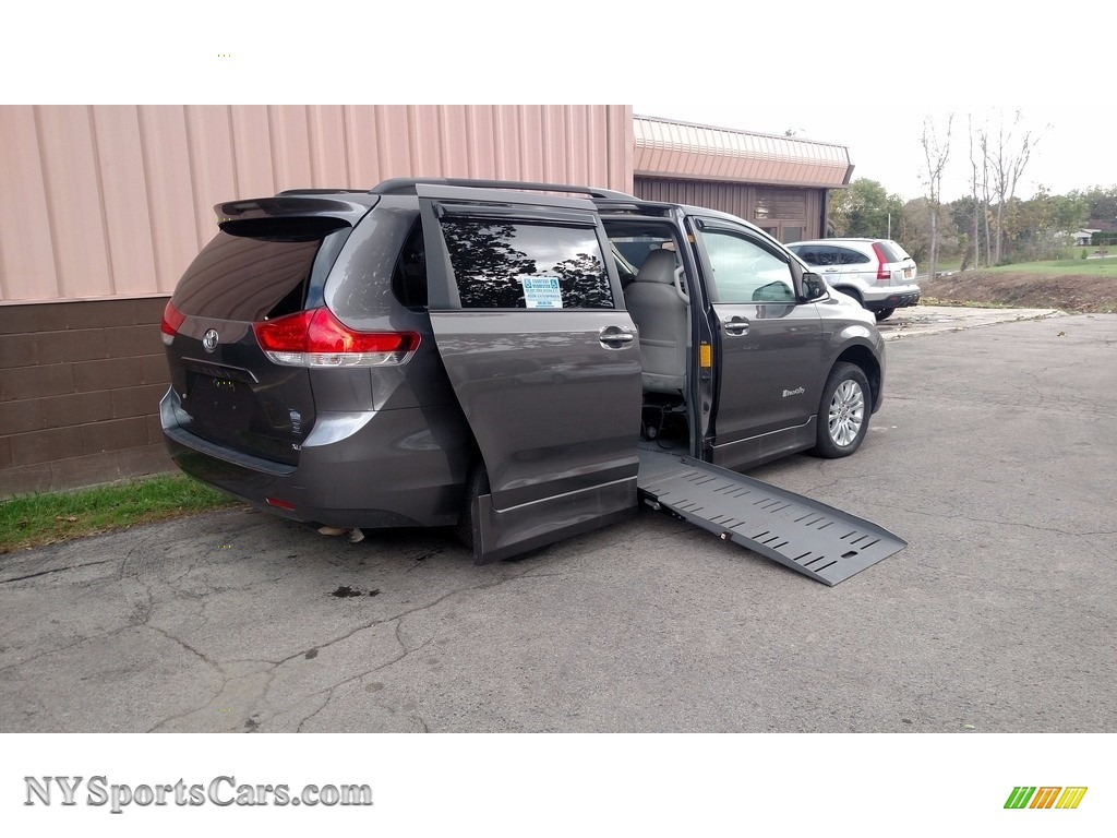2011 Sienna XLE - Predawn Gray Mica / Light Gray photo #1