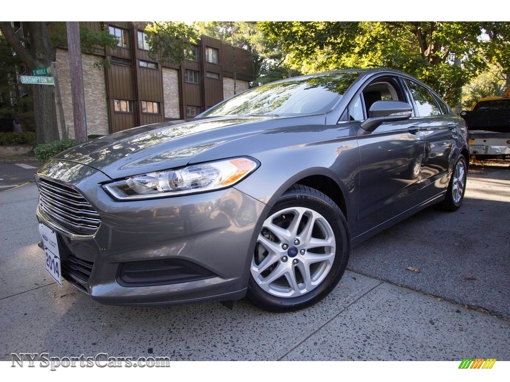 Sterling Gray / Charcoal Black Ford Fusion SE