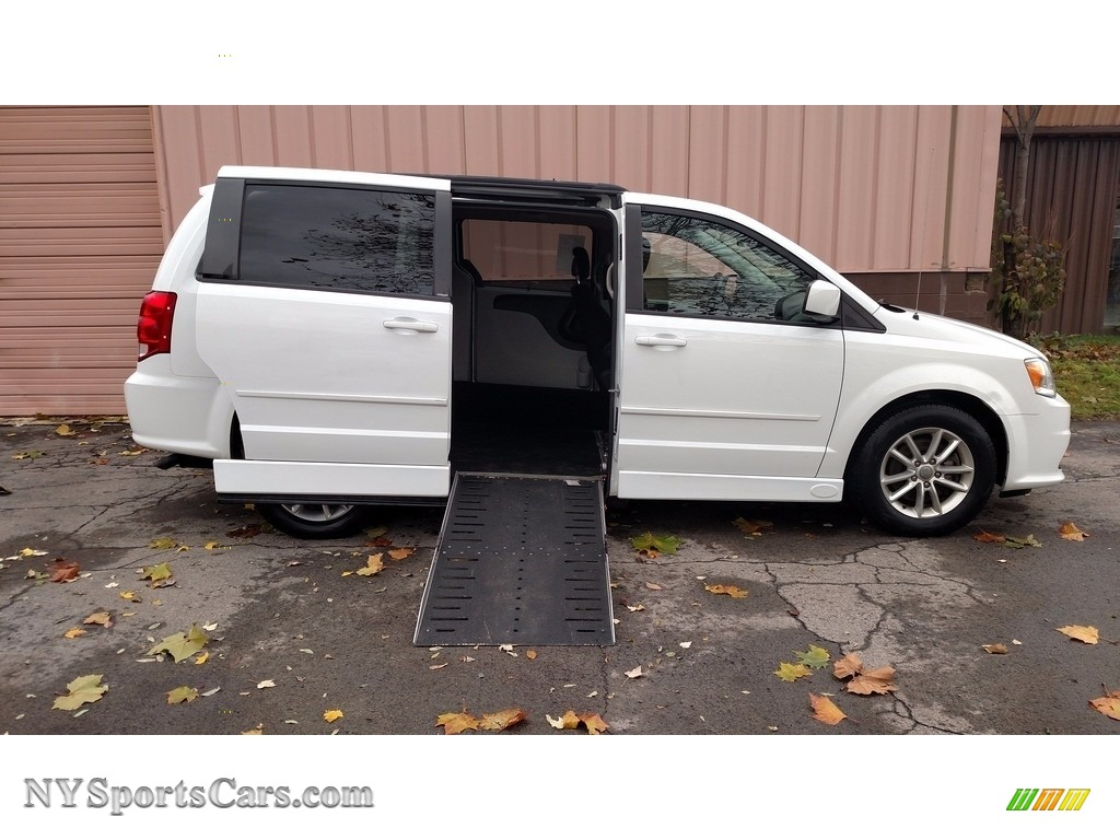 2013 Grand Caravan SE - Stone White / Black/Sandstorm photo #1
