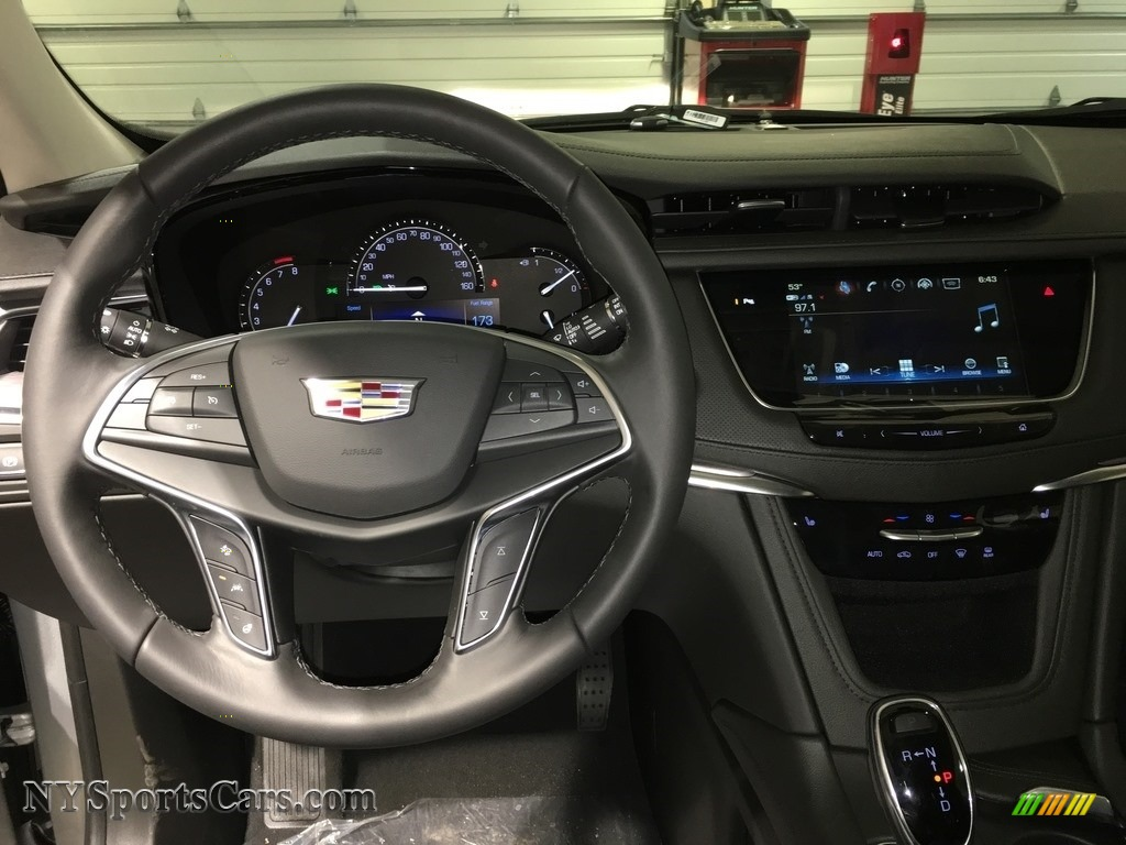 2018 XT5 Luxury AWD - Radiant Silver Metallic / Jet Black photo #12