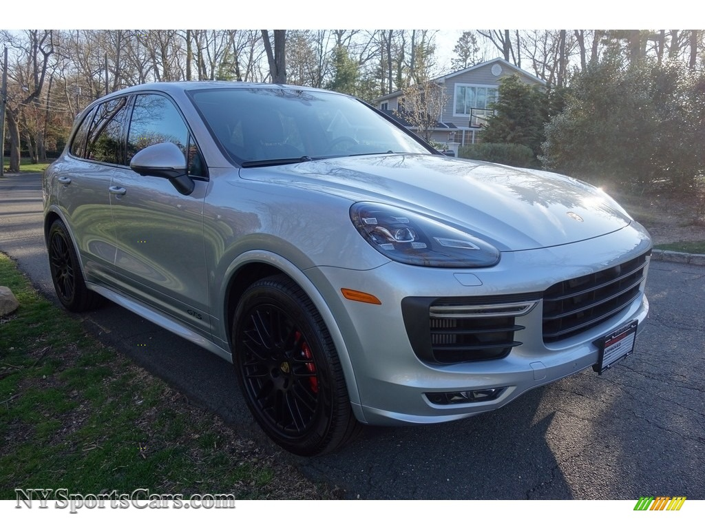 2018 Cayenne GTS - Rhodium Silver Metallic / Black photo #8