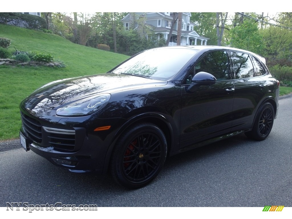 Moonlight Blue Metallic / Black Porsche Cayenne GTS