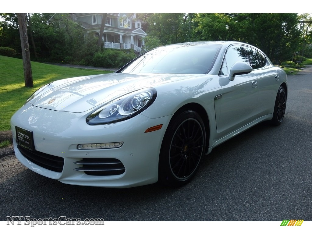 White / Black/Carrera Red Porsche Panamera 4 Edition