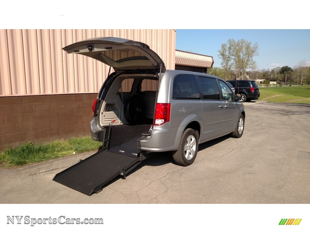 2013 Grand Caravan SE - Billet Silver Metallic / Black/Light Graystone photo #1
