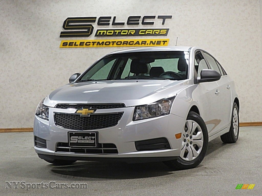 Silver Ice Metallic / Jet Black/Medium Titanium Chevrolet Cruze LS