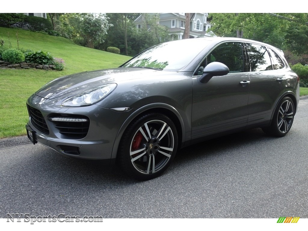 Meteor Grey Metallic / Black Porsche Cayenne Turbo