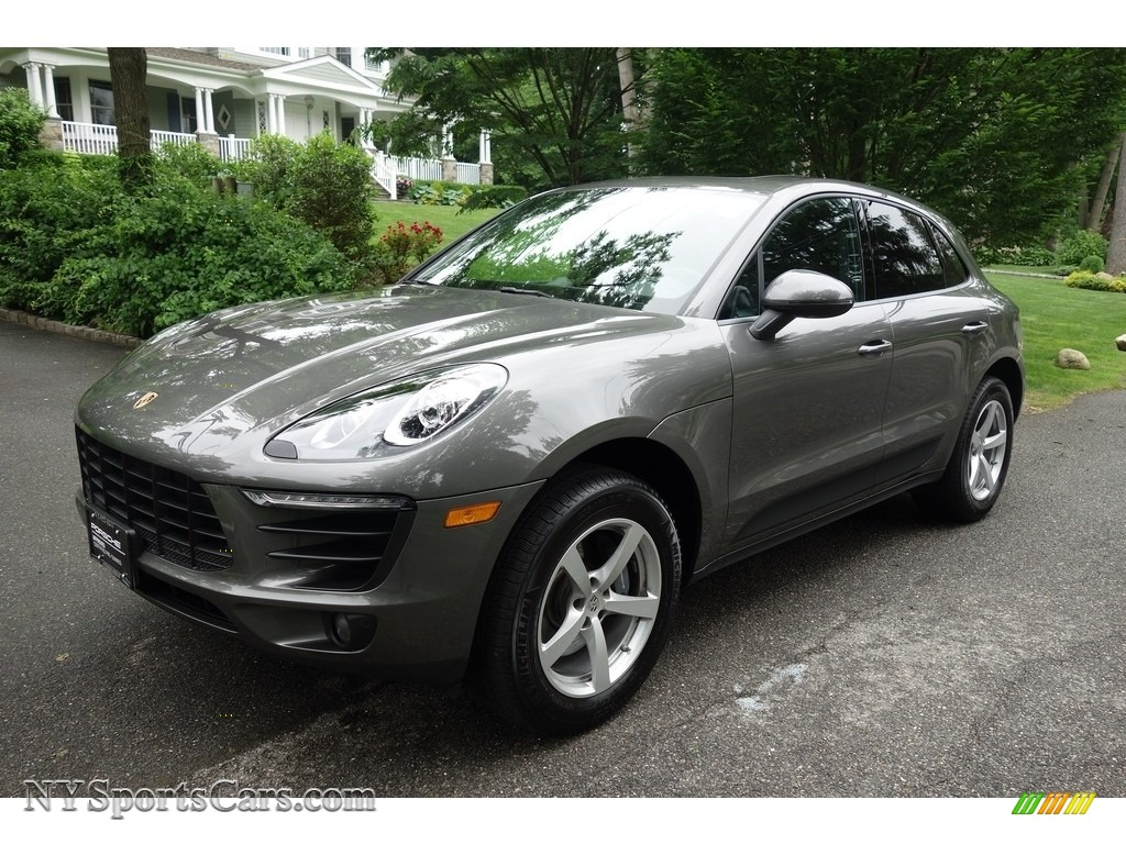 Agate Grey Metallic / Black Porsche Macan
