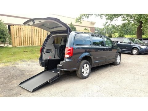 Maximum Steel Metallic 2013 Dodge Grand Caravan SE