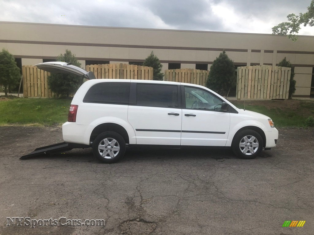 Stone White / Dark Slate/Light Shale Dodge Grand Caravan SE