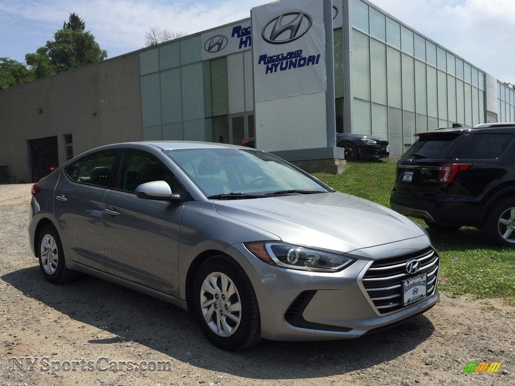 Gray / Gray Hyundai Elantra SE