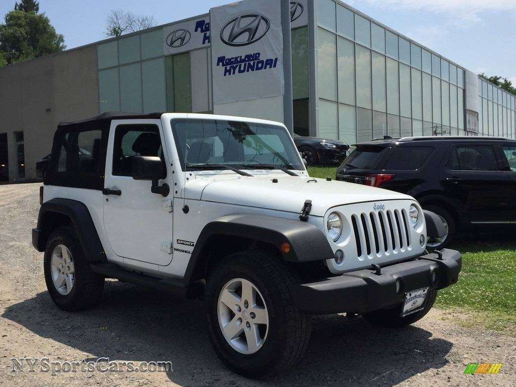 Bright White / Black Jeep Wrangler Sport