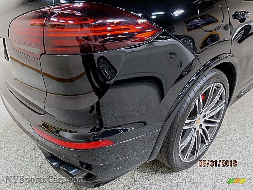 2016 Cayenne GTS - Jet Black Metallic / Black photo #5