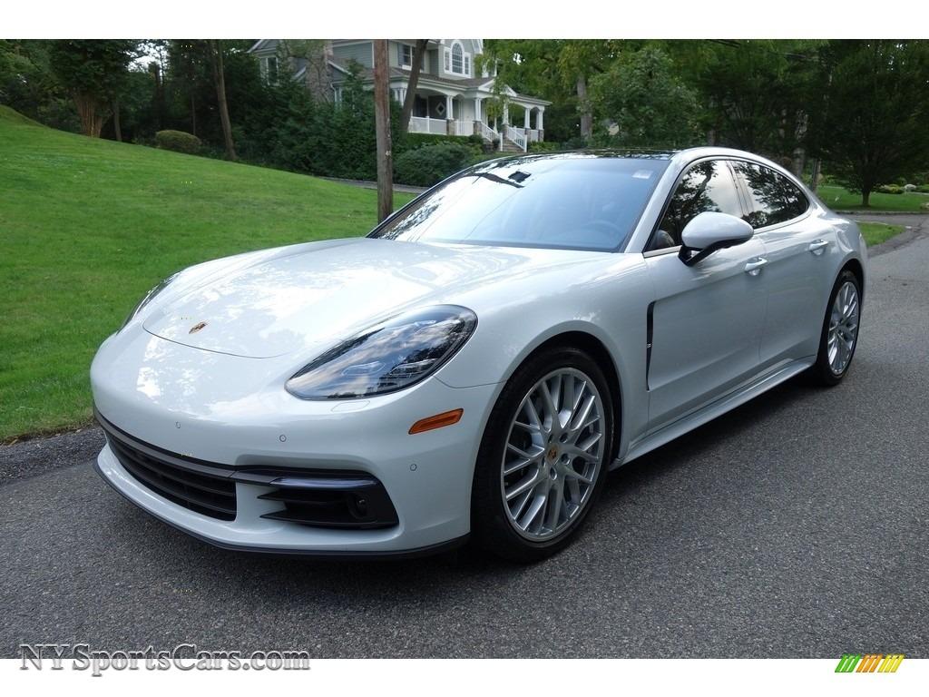 Carrara White Metallic / Black/Luxor Beige Porsche Panamera 4