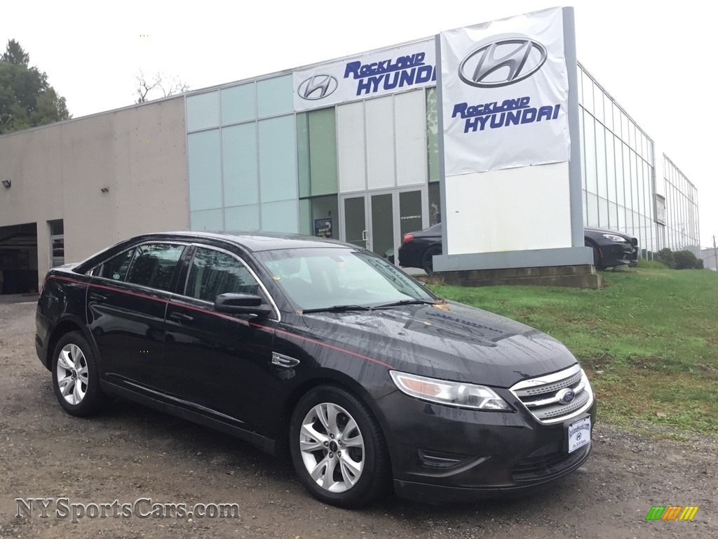 Ebony Black / Charcoal Black Ford Taurus SEL