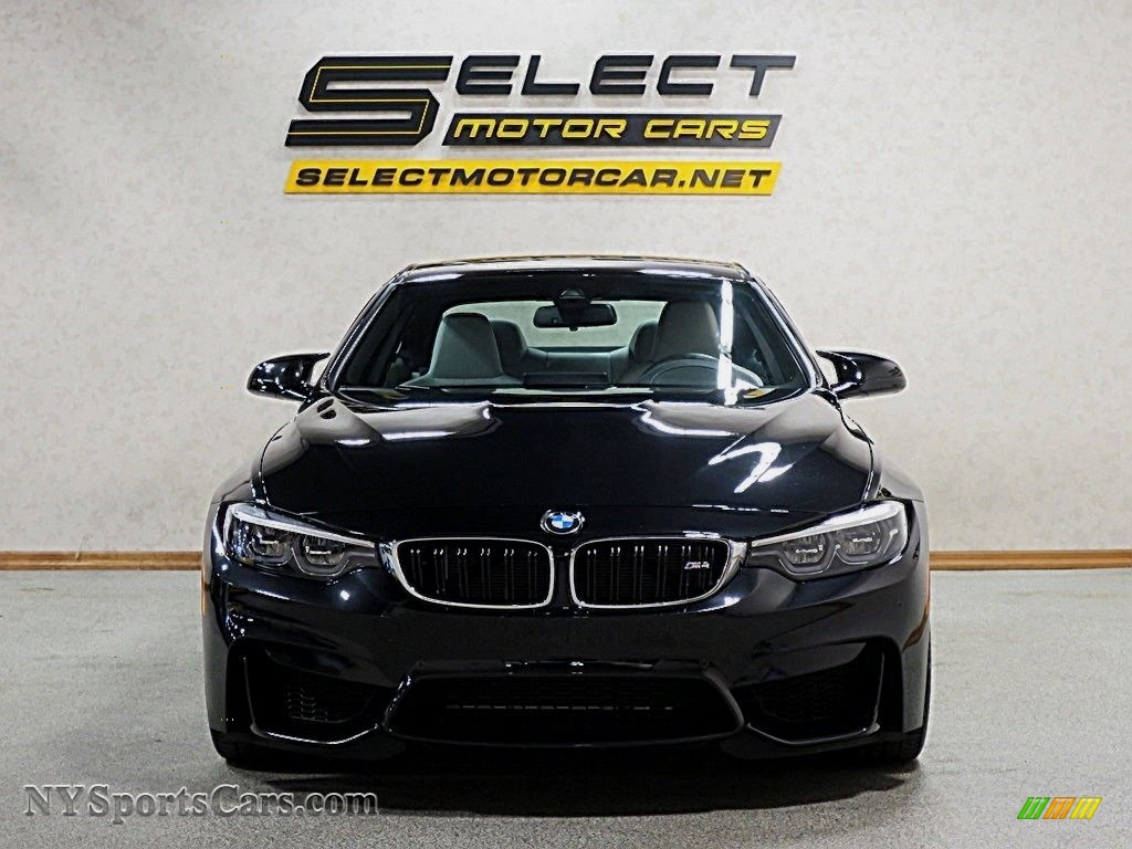 2018 M4 Coupe - Black Sapphire Metallic / Silverstone photo #2