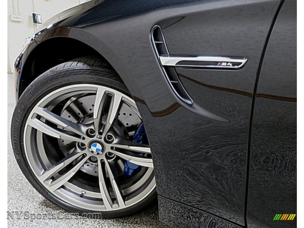 2018 M4 Coupe - Black Sapphire Metallic / Silverstone photo #11