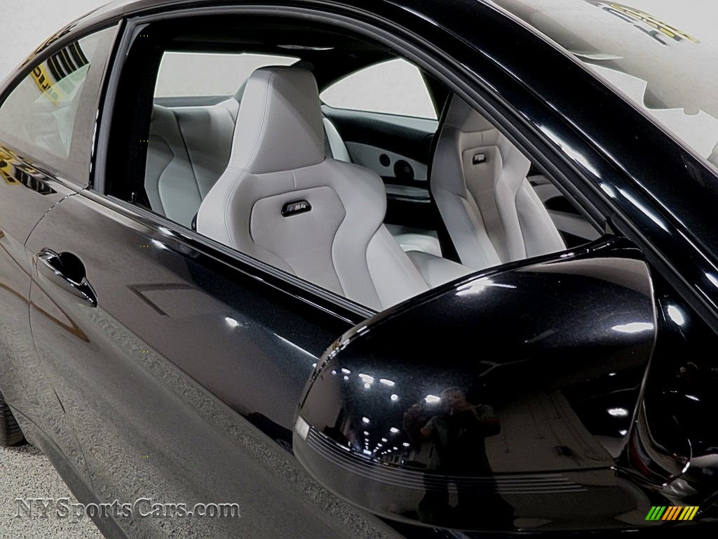 2018 M4 Coupe - Black Sapphire Metallic / Silverstone photo #12