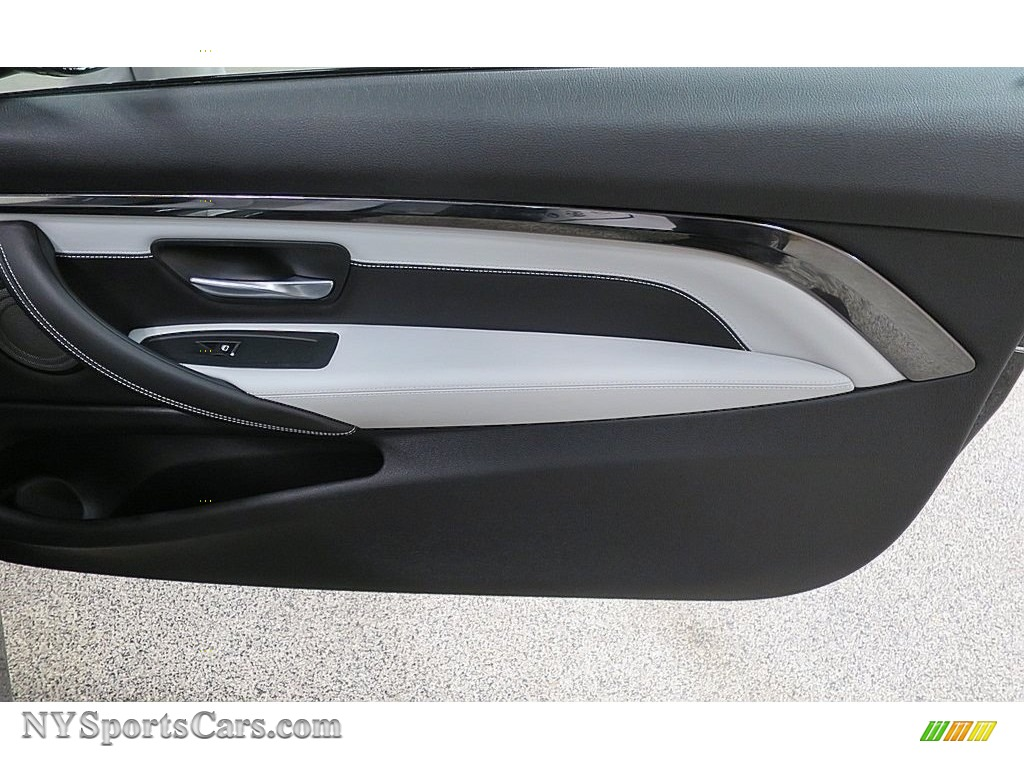 2018 M4 Coupe - Black Sapphire Metallic / Silverstone photo #21