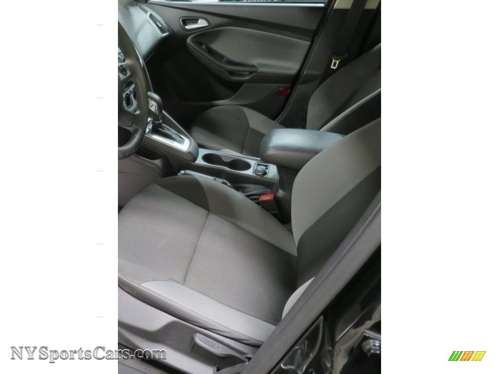 2014 Focus SE Hatchback - Tuxedo Black / Charcoal Black photo #12