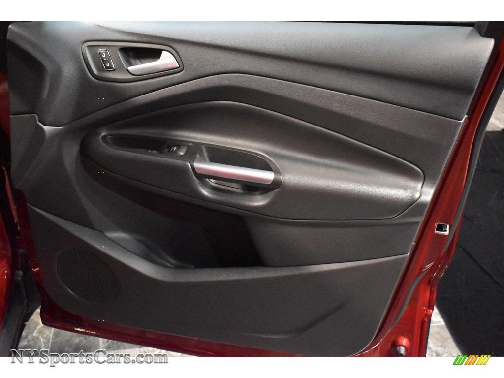 2015 Escape SE 4WD - Ruby Red Metallic / Charcoal Black photo #18