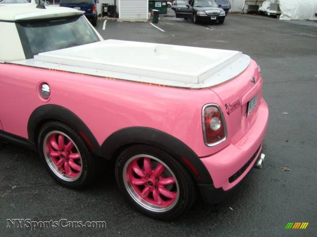 2008 mini cooper barbie edition jacuzzi limousine in custom pink photo 6 v37019. Black Bedroom Furniture Sets. Home Design Ideas