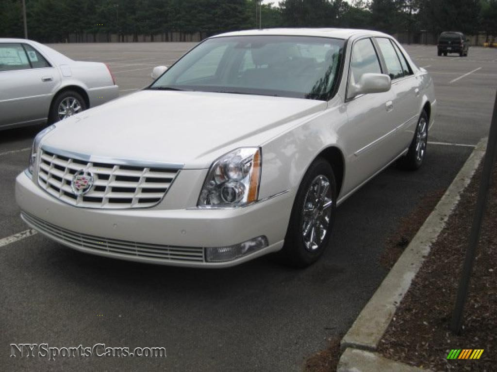 2011 cadillac dts in white diamond tricoat photo 3 103721 cars for sale. Black Bedroom Furniture Sets. Home Design Ideas