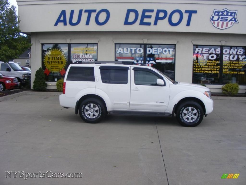2005 Nissan Pathfinder Se 4x4 In Avalanche White 740877