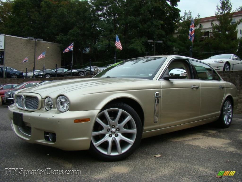 Winter Gold Metallic / Ivory/Mocha Jaguar XJ Vanden Plas